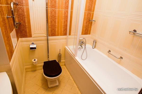 bathroom in garni hotel