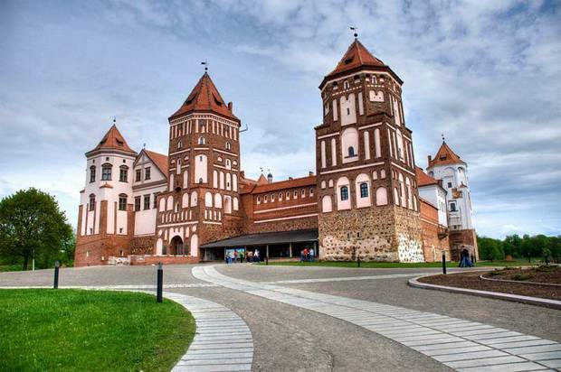 tours to mir castle in belarus