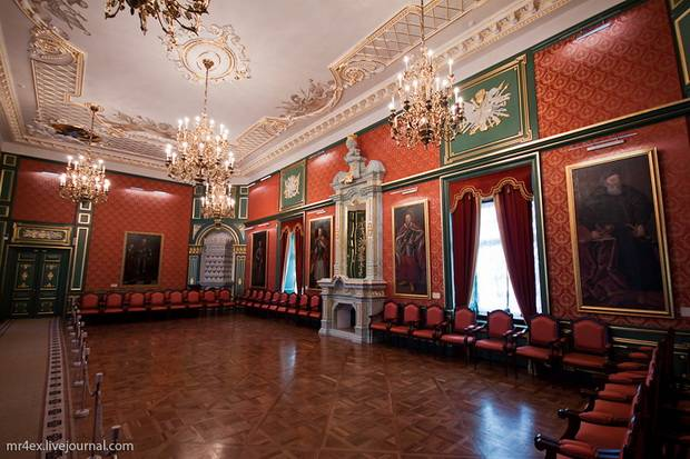 Old Castles In Belarus Nesvizh Palace And Mir Castle