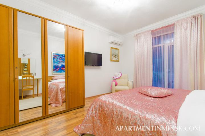 3 bedroom flat on Nezavisimosti Avenue for rent