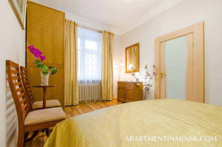 Rent a room in Minsk, 3 bedroom flat on Nezavisimosti Avenue