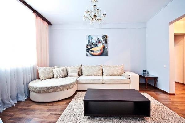2 bedroom apartment on the Victory square for rent